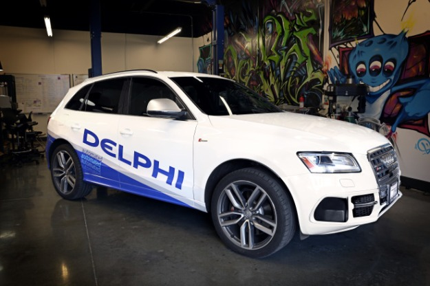 Delphis-automated-driving-vehicle_DLSV-garage-660x440