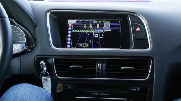Delphis-automated-driving-vehicle_HMI-centerstack-660x370